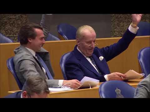 Thierry Baudet ligt in een deuk van het lachen, Kamervoorzitter Arib heeft slappe lach [6-3-2018]