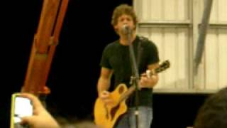 Billy Currington - Must Be Doin' Something Right