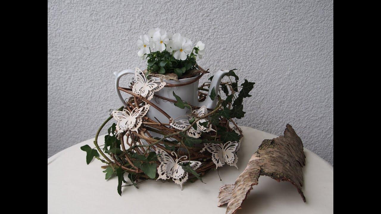 Frühlingsdeko Bepflanzte Teekanne Tischdeko