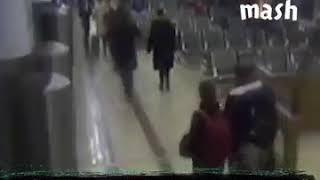 Стюардесса не пустила пассажирку к жениху из-за женской зависти