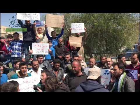 عشرات الأشخاص يتظاهرون في خان شيخون ضد الكيماوي