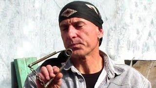 Как укрепить кисти и кулаки(Видеокурс эффективной самозащиты на улице: http://atletizm.com.ua/samooborona Вы можете заказать у нас индивидуальную..., 2013-10-01T17:28:47.000Z)