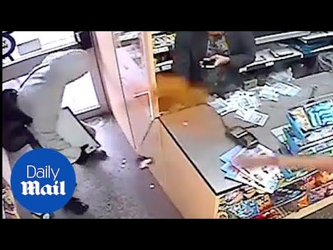 Shopkeepers fight knife-wielding thief with chilli powder - Daily Mail