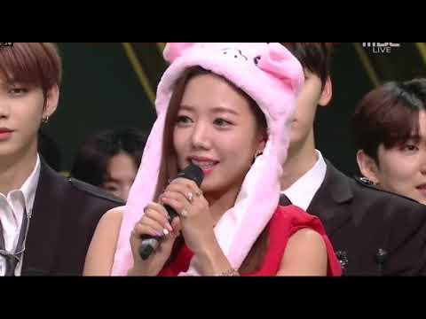 Yuju And Male Idols Moments (4)