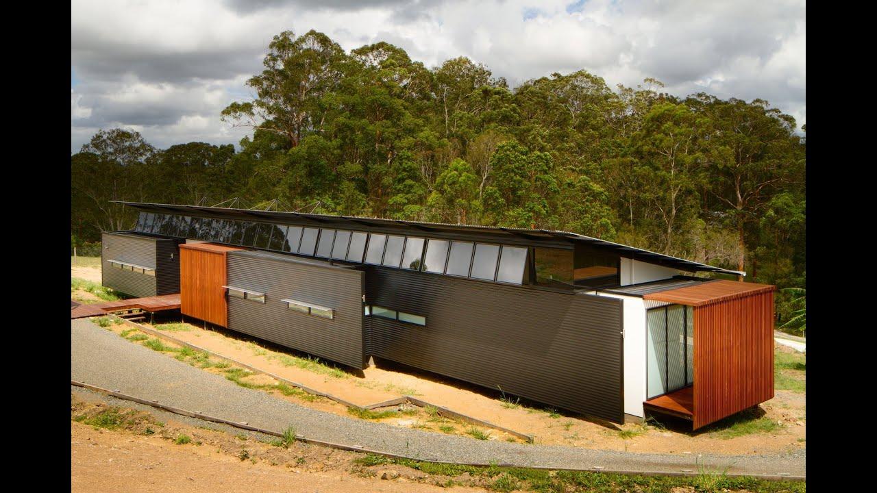Dise o de casa moderna con amplio frente youtube for Disenos de frentes de casas modernas