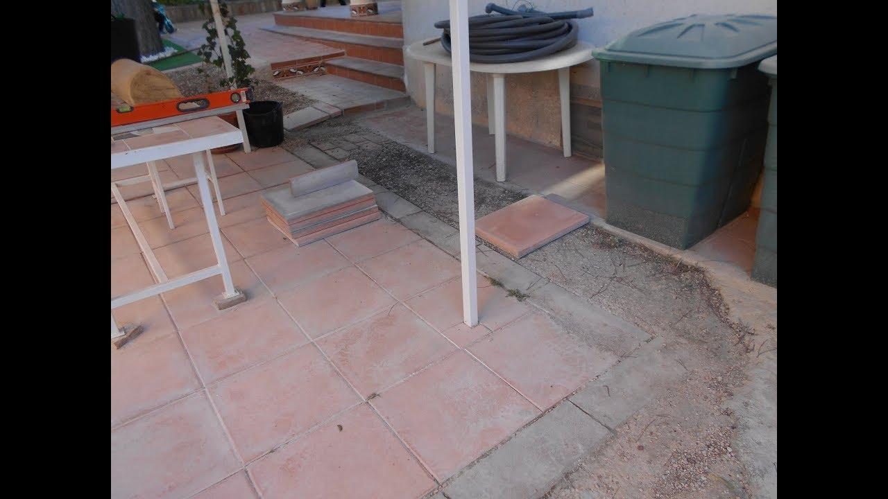 Colocaci n sin cemento de baldosas terrazo en jard n for Baldosas de terrazo