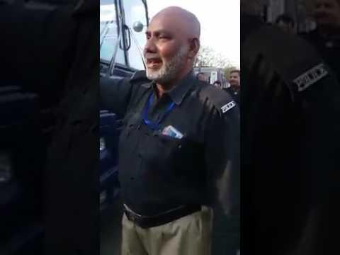 Police waly bary khobsort andaaz me bas Kar Zalim Mor Muharan,