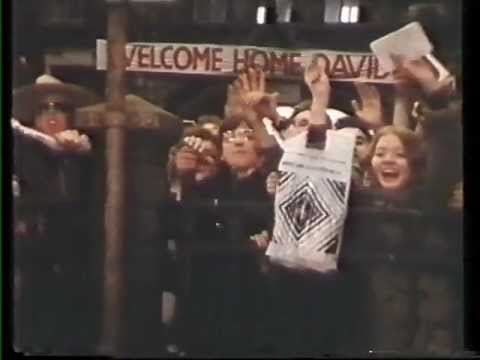 """David Bowie German 1984 TV Clip (with the infamous """"76 Victoria Station Nazi salute)"""