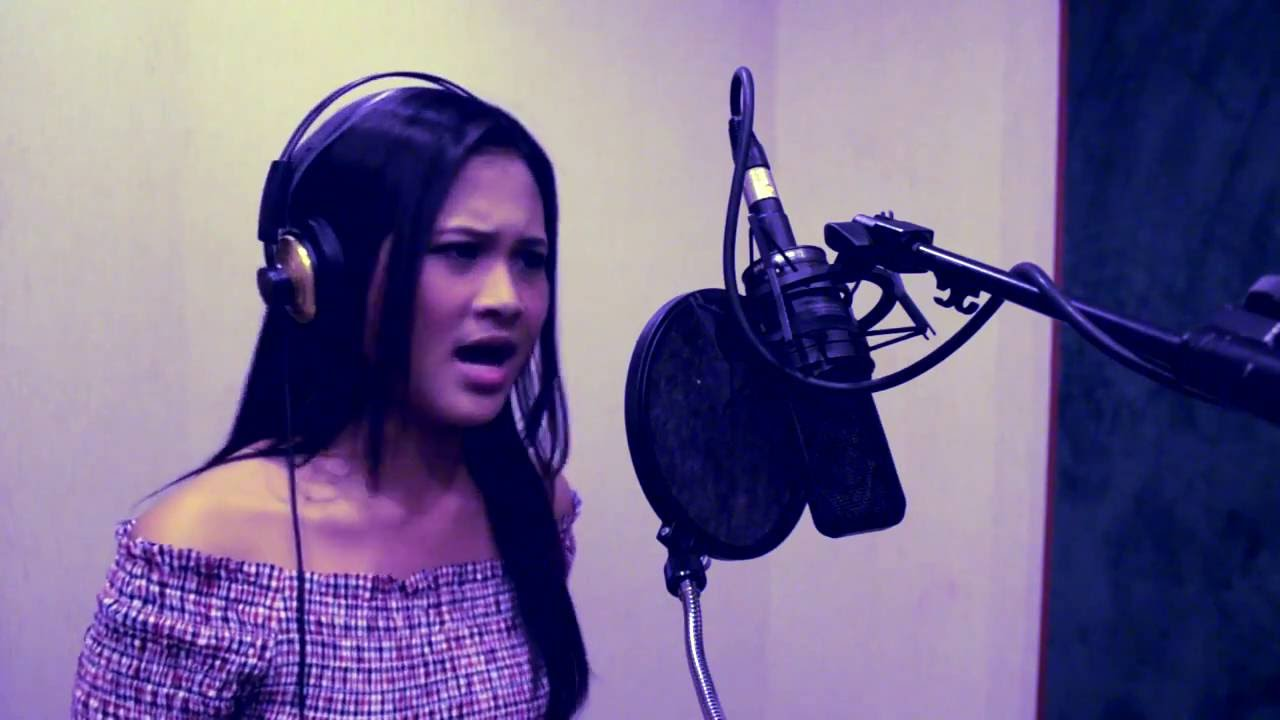 Chandelier - Sia Cover By Kris Angelica - YouTube