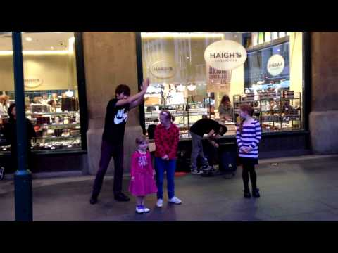 Awesome Japanese street performers in Sydney CBD