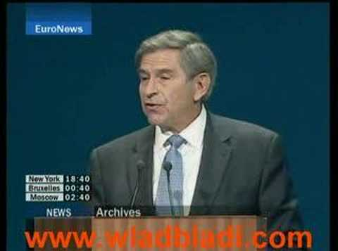Paul wolfowitz has a hole in his socks !