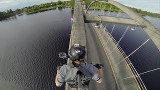 【6秒から必見】バイクで橋の欄干へ飛び込むチャレンジャー現る!