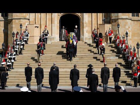 إليزابيث الثانية ومملكتها ودعتا الأمير فيليب في جنازة مهيبة ذات طابع عسكري  - نشر قبل 33 دقيقة
