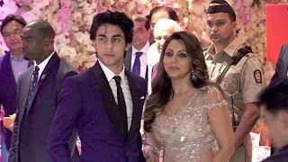 LIVE Srk's Son Aryan Khan's GRAND ENTRY With Mother @Mukesh Ambani's Son Akash Ambani's WEDDING