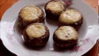 Шампиньоны запеченные с сыром чесноком в сметане!