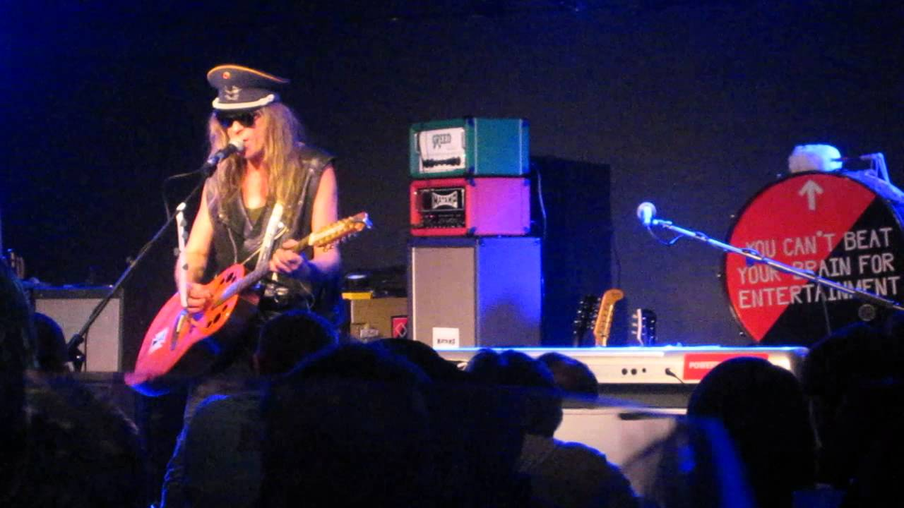julian-cope-no-hard-shoulder-to-cry-on-in-bournemouth-20102011-matty-mabey