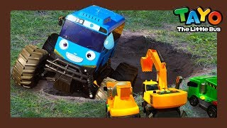 Video Tayo fell into a big hole! l Tayo Heavy Vehicles Squad l Tayo the little bus download MP3, 3GP, MP4, WEBM, AVI, FLV Agustus 2018