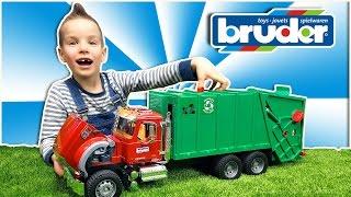 Bruder Мусоровоз. Огромный грузовик MACK. Обзор машинки Брудер. Nick Turbo BruderToys Garbage truck(Я люблю большие игрушечные Брудер машинки и сегодня я тебе покажу огромный игрушечный мусоровоз MACK. Он..., 2016-03-29T05:00:00.000Z)