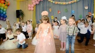 """Танец выпускников  с малышами """"Маленькие дети"""". Д/с № 42 """"Пингвинчик"""", г Верхняя Салда"""