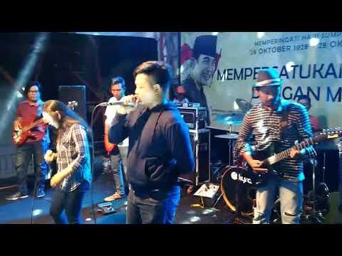 Akad - payung teduh (cover by mudanca) reggae version live