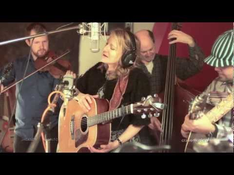 The Claire Lynch Band: Performing live at Crave Music Studios for The Silver Gadfly Folkcast