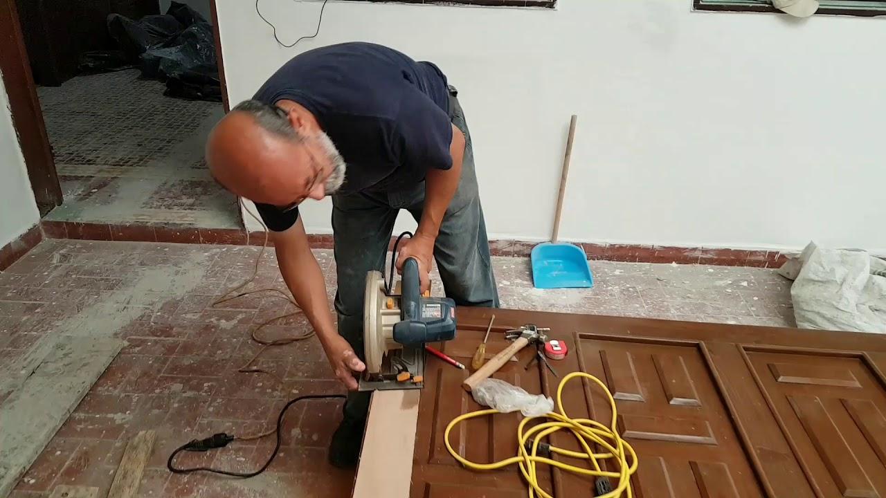Como rebajar una puerta de madera - YouTube