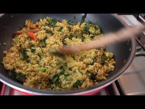 Menu Hemat Buat Yang Kantongnya Tipis.... Nasi Goreng HOROR Feat Shely Che