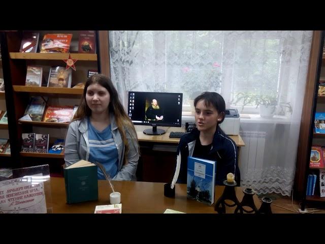 Изображение предпросмотра прочтения – «Ученицы средней школы № 1 г. Шебекино» читают произведение «Зреет рожь над жаркой нивой» А.А.Фета