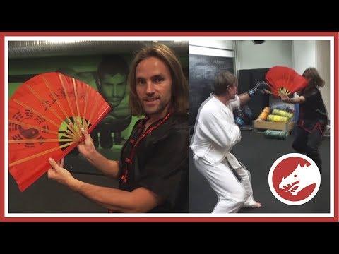 Taichi / Kungfu Fan used in fight!