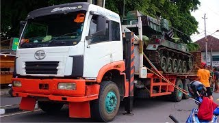 Pindad AMX-13 Retro Style Tank Loading to Self Loader Truck FAW