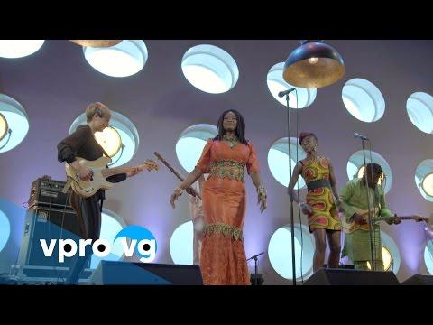 Oumou Sangaré - Minata Waraba (live @TivoliVredenburg Utrecht)
