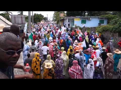 Profanation d'une mosquée à Mayotte, la deuxième marche en images.