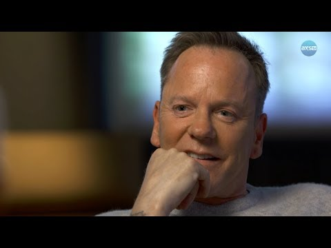 """Kiefer Sutherland Explains His """"Christmas Tree Tackling"""" Incident 