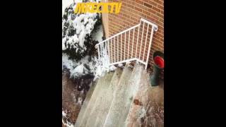 Meek Mill Bust His Azz On Some Icey Steps And Fell Into A Bush Of Snow| Meek Mill Takes A L
