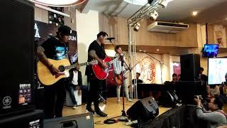 Virgoun ft. Last Child - 'Bukti' ( Live at #AlbumSCUS )