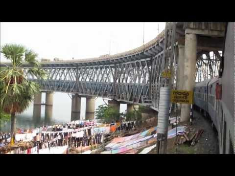 Crossing the Gigantic Godavari River at Rajahmundry: Howrah Trichy Superfast with Itarsi WAM4