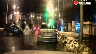 03.02.15 - Шокирующие видео  аварии на Алексеевке(, 2015-02-03T12:09:55.000Z)