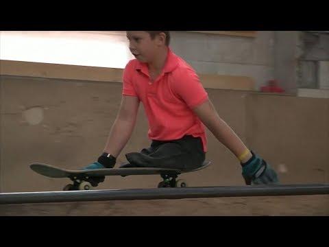 طفل يُبهر بمهاراته في التزلج على الا?لواح بطل العالم في اللعبة ويُصبح حديث رواد التواصل حول العالم  - نشر قبل 41 دقيقة