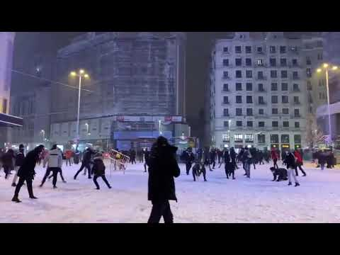 Snowball Fight in Madrid