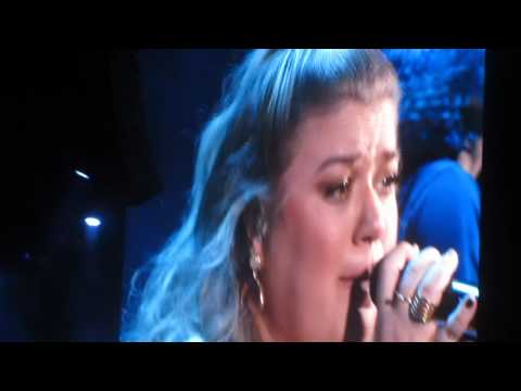 """Kelly Clarkson - """"PEOPLE LIKE US"""" - (with a very heart warming & patriotic intro) WARRIOR GAMES"""