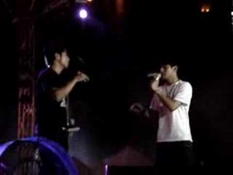 2MORO singing Qian Zhe Ni at Sg Wang 30th Annivers...
