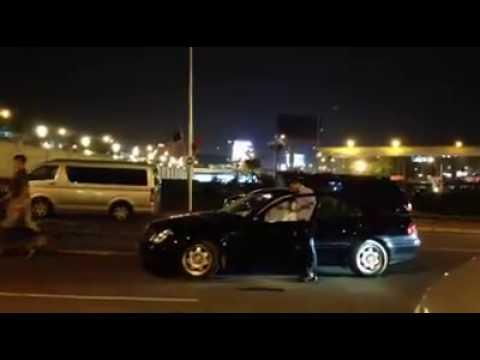 Chó nghiệp vụ kiểm tra xe ôtô ở sân bay Nội Bài trước chuyến thăm của ông Obama