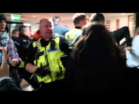 Police use tear gas on protesting students in Warwick University clashes