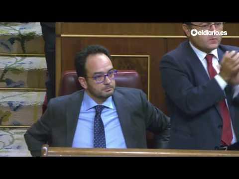 PP, PSOE y Ciudadanos aplauden en pie a Antonio Hernando por su defensa contra Gabriel Rufián