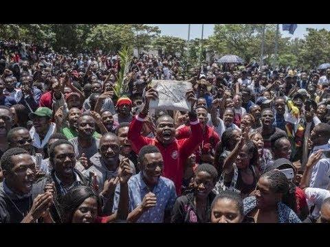 University students demonstrate against Mugabe