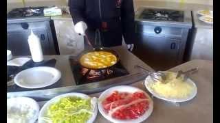 Вкусный омлет с сыром и овощами - помидорами или перцем