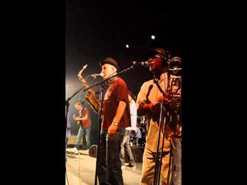 Horace Andy - Hymn of the Big Wheel - Massive Attack song (Live at Nice France) 2010 HQ Sound