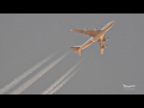 Boeing 747-400 на высоте 12500 метров над Москвой