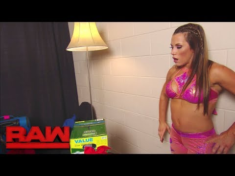 """Mickie James receives some unwanted """"gifts"""" in the Women's locker room: Raw, Oct. 2, 2017"""