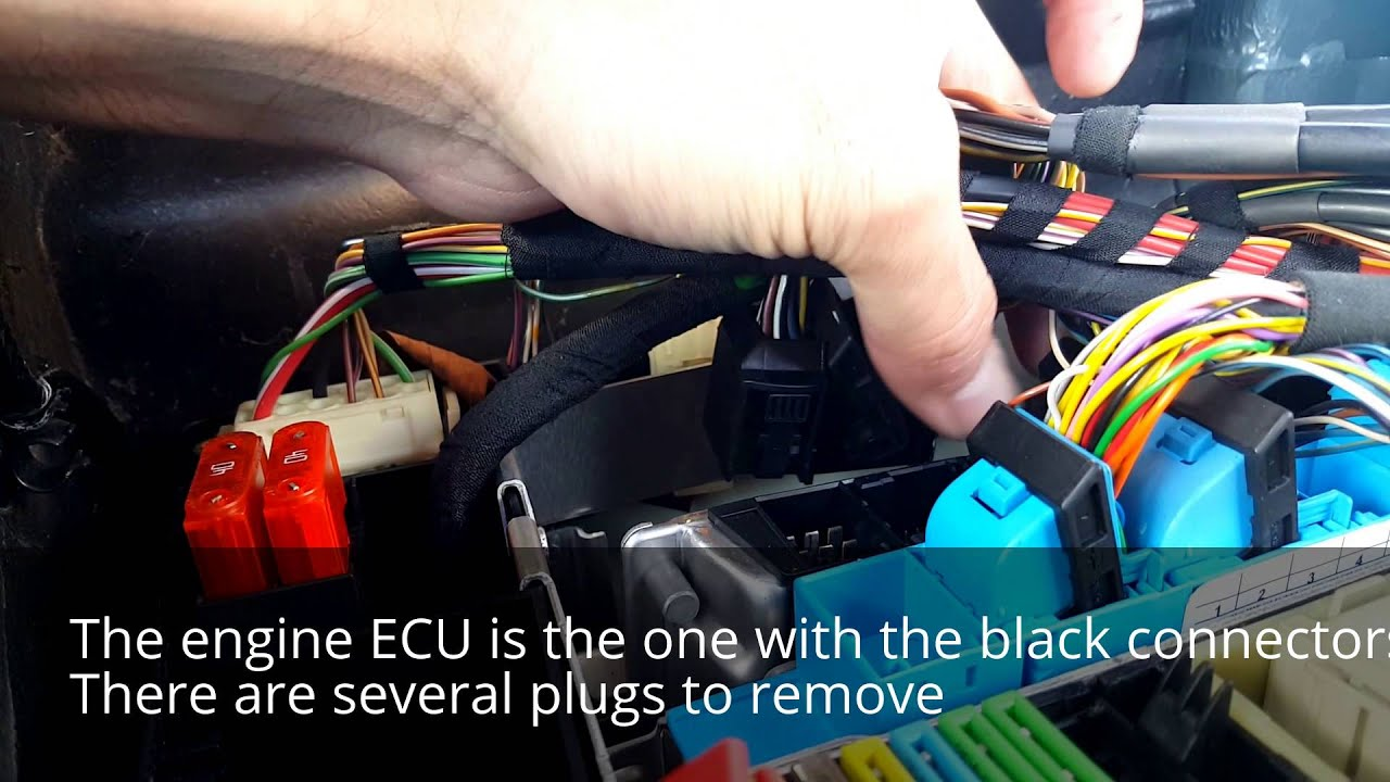 bmw e38 740i build part 1 ecu location and removal [ 1280 x 720 Pixel ]